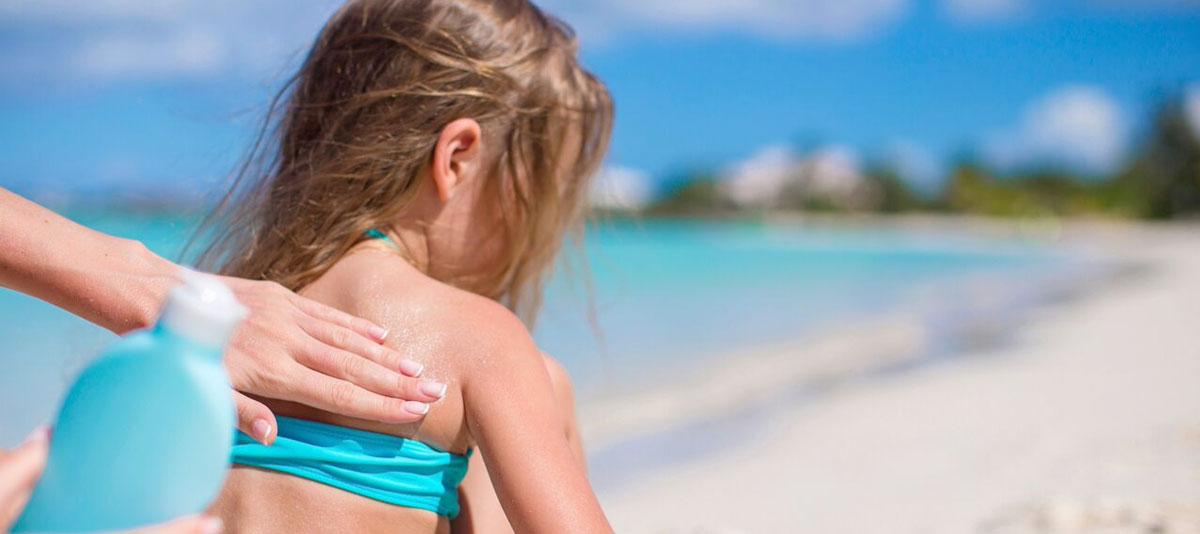 Solens UV-stråler og solariebrug er en af de væsentligste årsager til at udvikle modermærkekræft.